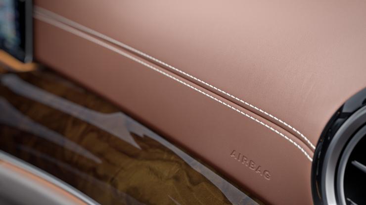 Панель приборов и линия подоконного пояса дверей в исполнении из кожи Nappa