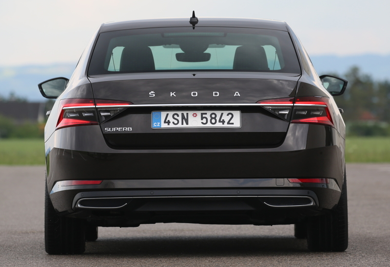 ŠKODA Superb лифтбек